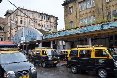 いつも変わらぬムンバイ市内 いつも変わらぬムンバイ市内 13日の夜に起きたムンバイ市内での連続爆