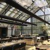 温室の中で食事できる地産地消レストラン